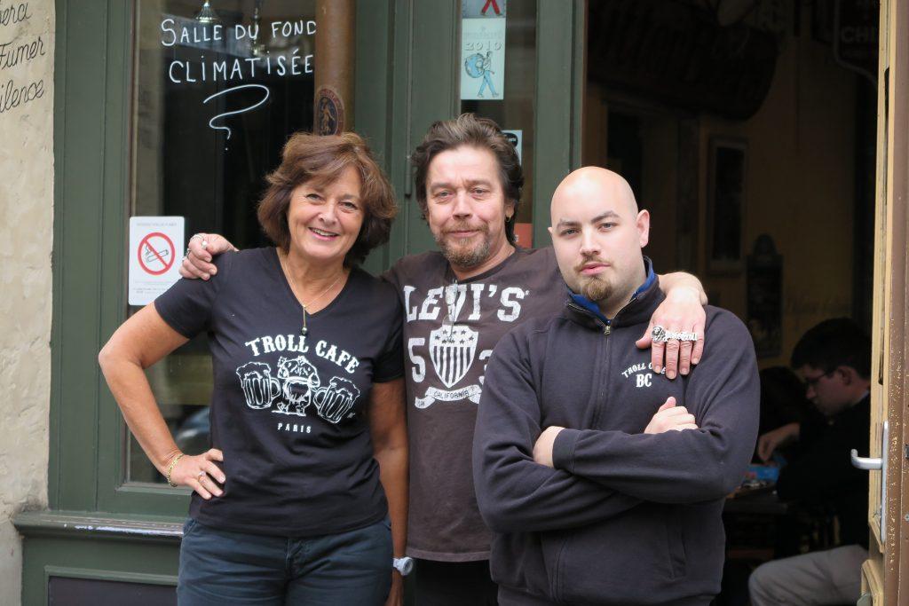 Le Staff du Troll Café