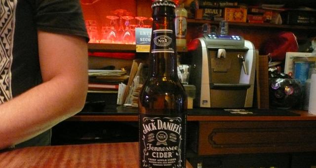 Jack Daniel's Tennessee Cider. En exclusivité au Troll Café !